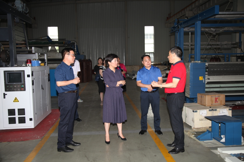 2017年6月9日,连云港市市委副书记、海州区区委书记万闻华来亿博团队全天实施计划官网集团调研指导工作。