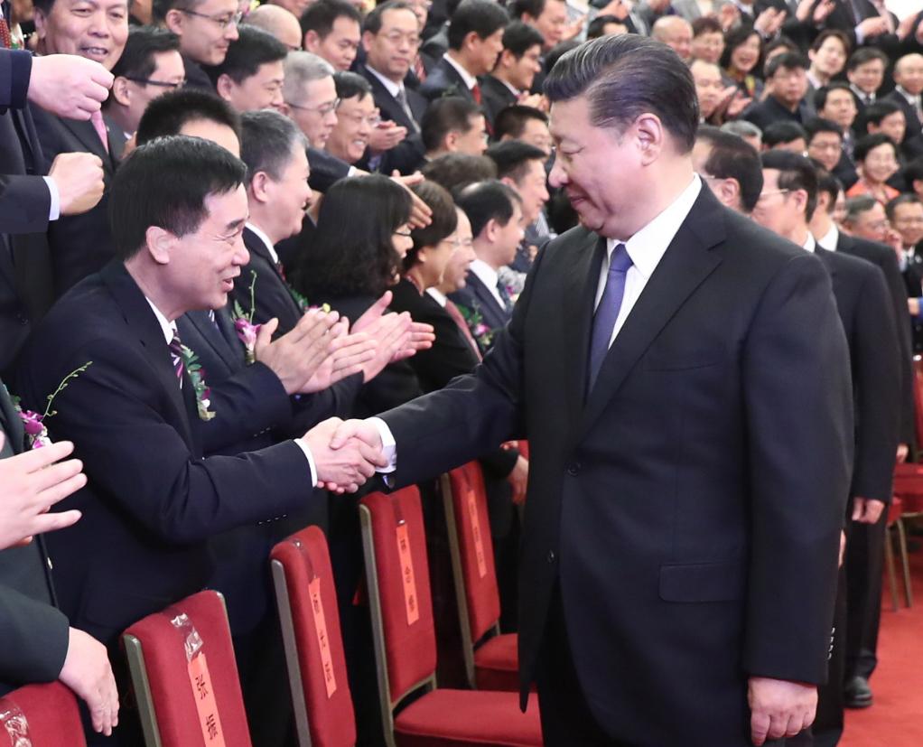 2018年1月8日,张国良荣获国家科技进步一等奖,习近平总书记与张国良握手照片