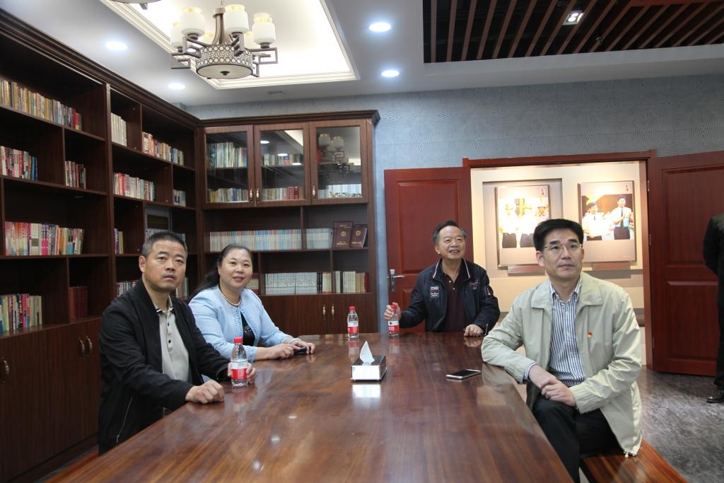 2019年10月11日,连云港市退役军人事务局王永仕局长一行到1号楼参观展馆
